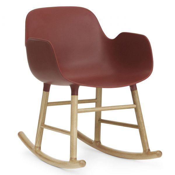 Normann Copenhagen Form Rocking Armchair schommelstoel met eiken onderstel rood