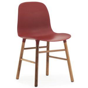 Normann Copenhagen Form Chair stoel met walnoten onderstel rood