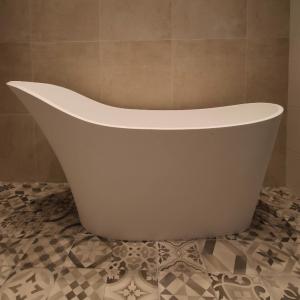 Luca Vasca vrijstaand bad 170x70cm Mineral Stone met verhoogde rugzijde glans wit