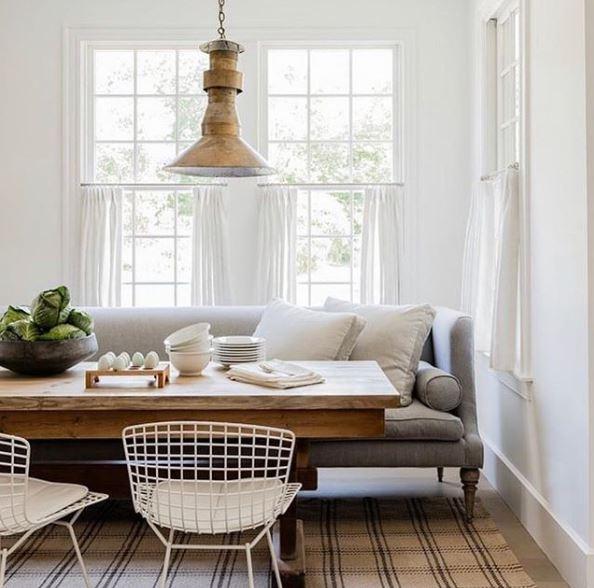 Mooie eettafel met bank en stoelen