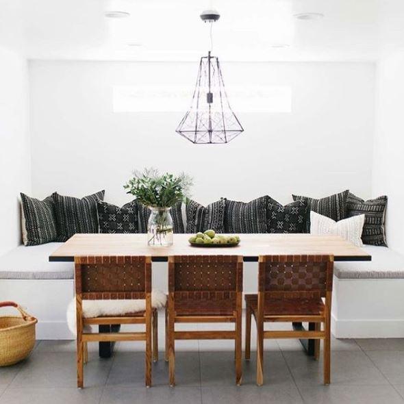 Mooie eettafelhoek met 3 stoelen