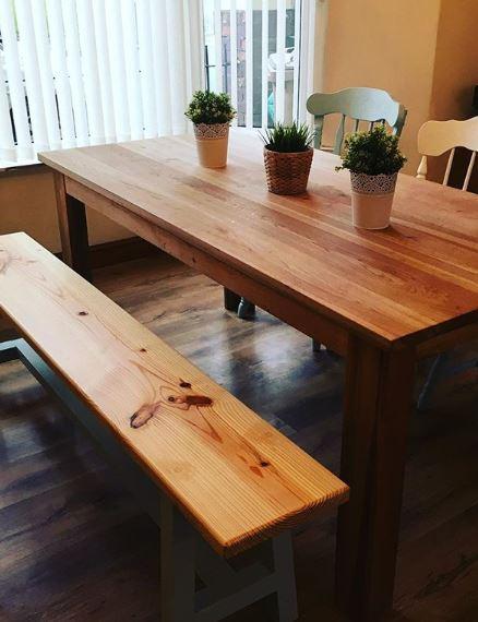 Eettafel met houten eettafelbank