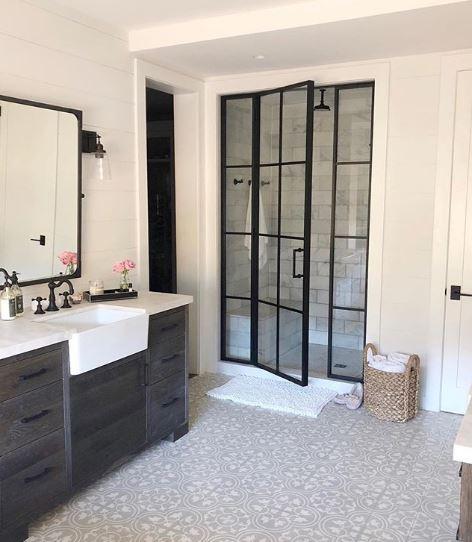 Scandinavische stijl badkamer