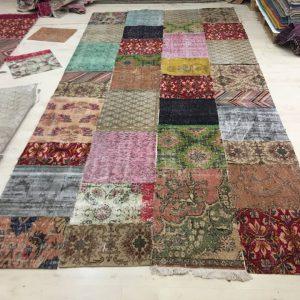 Patchwork vloerkleed gemaakt naar uw wensen, op maat en kleur. Prijs € 160,- per vierkante meter. (Rond ook mogelijk)