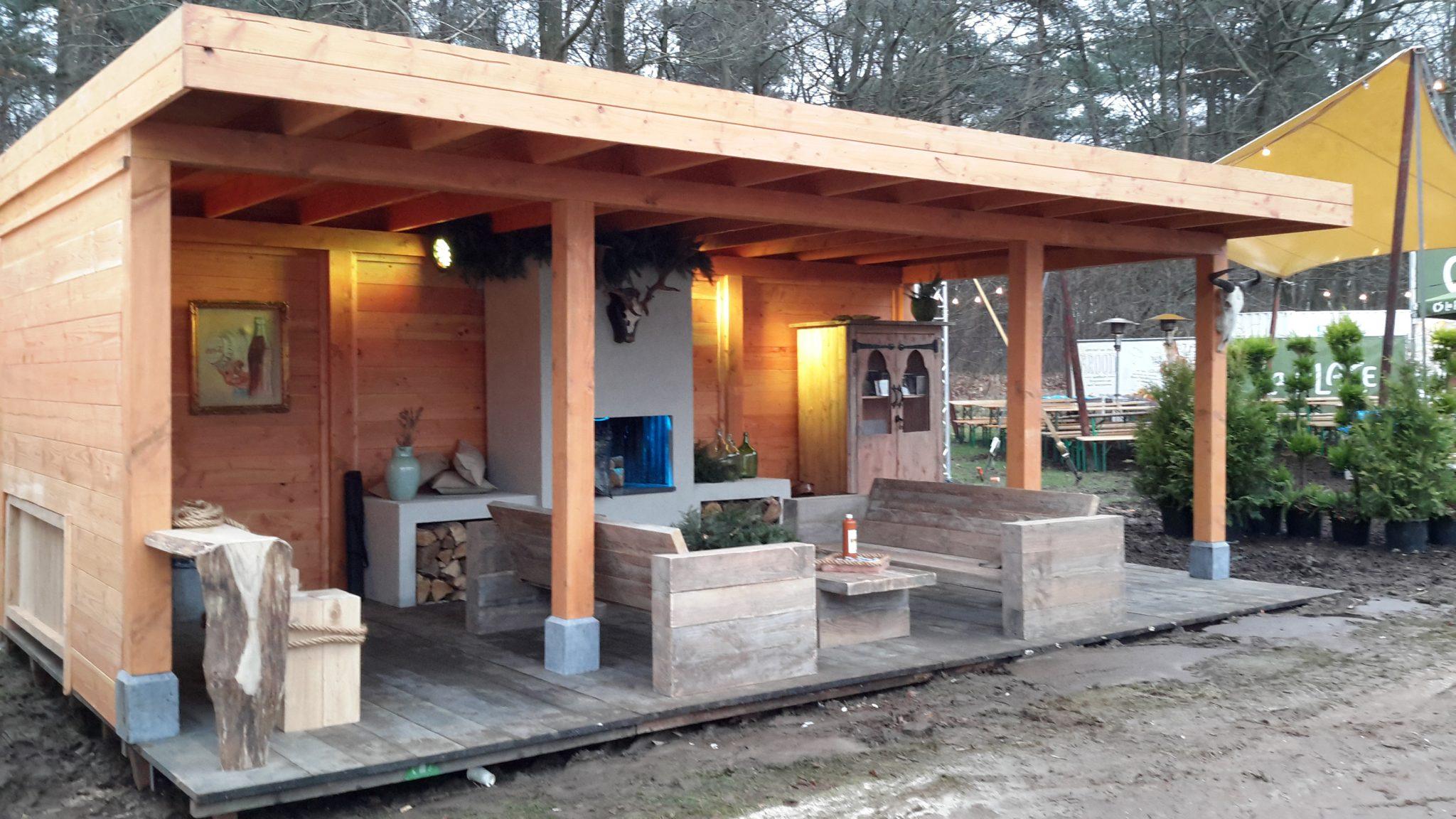 Douglas overkapping met steigerhouten meubelen