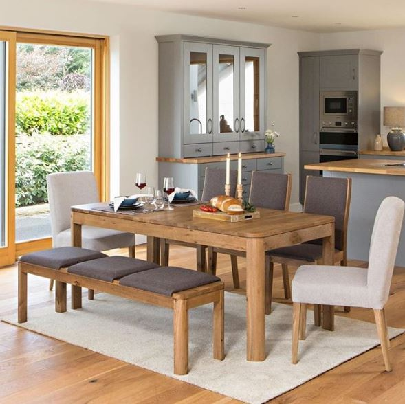 Eettafelset met bank en stoel