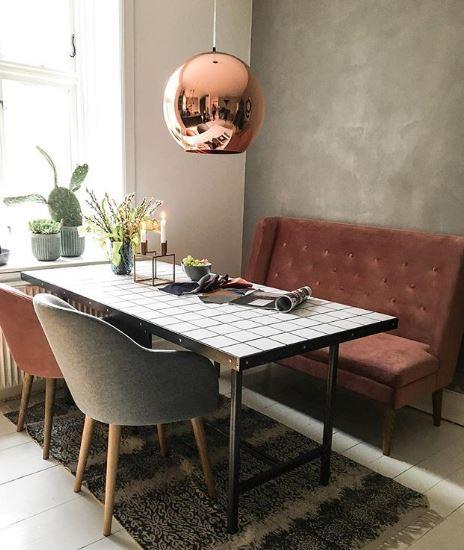 Eettafel met bank en stoelen