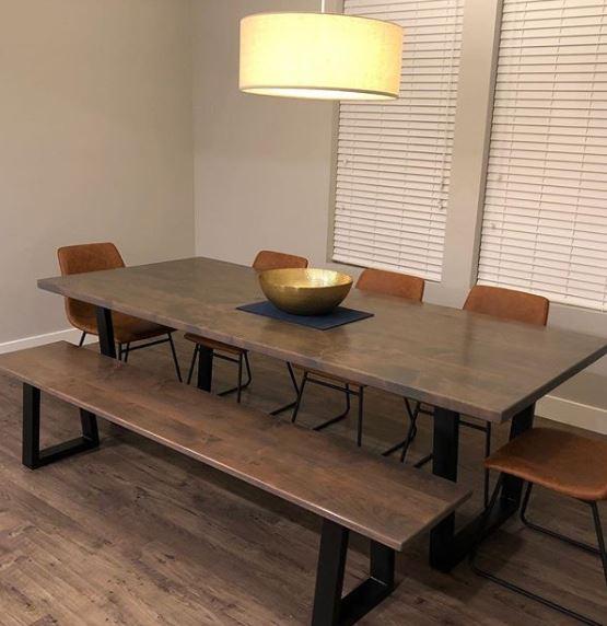 Eettafel met stoelen en tafel
