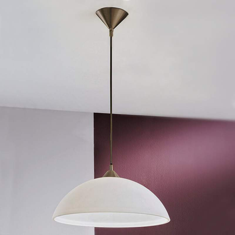 Eenvoudige hanglamp Kinga met opaal glazen kap