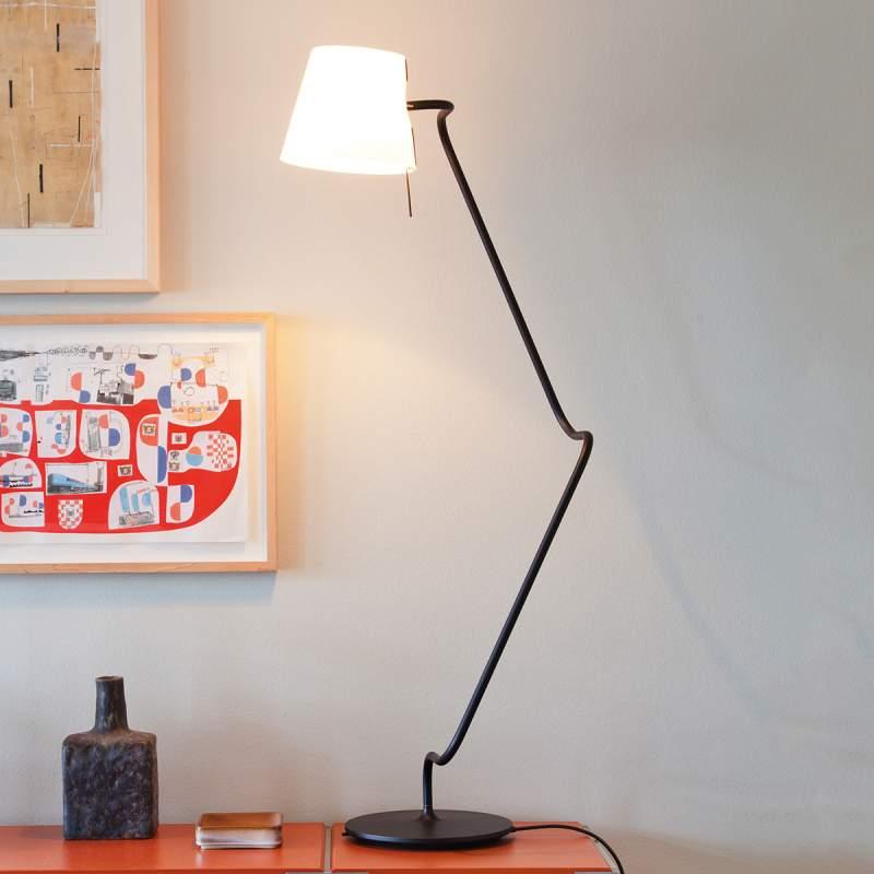 Elane - de innovatieve tafellamp met swivel joints
