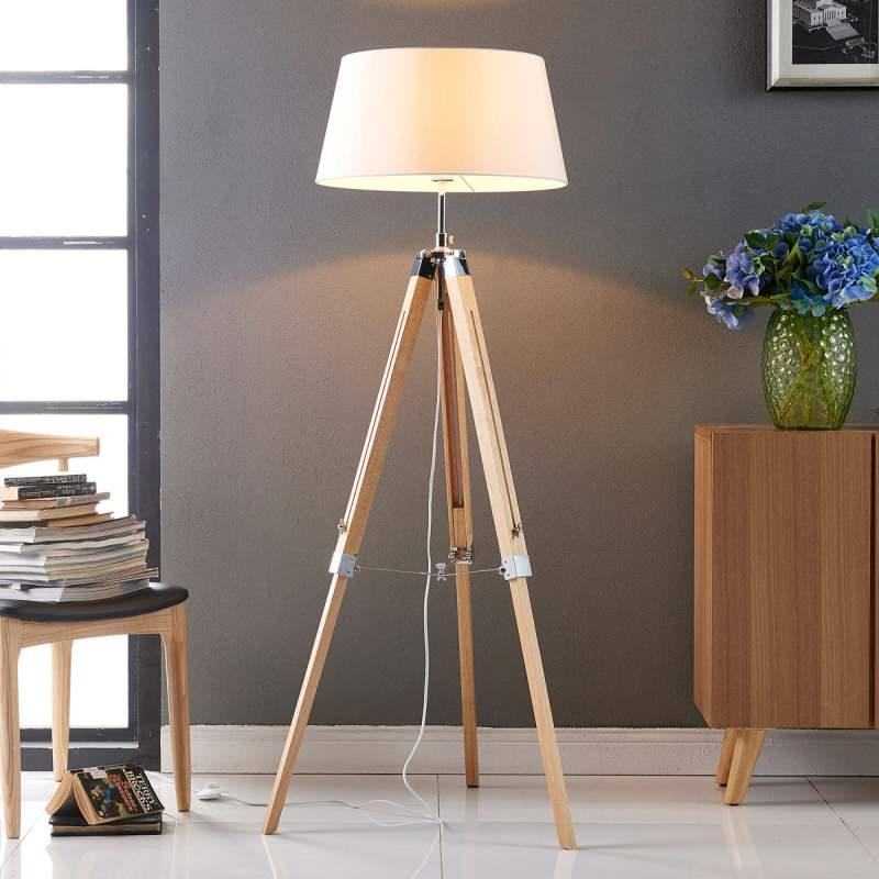 Vloerlamp Katie met driebenige houten basis