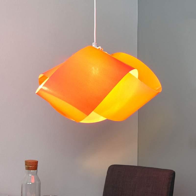 Rode stoffen hanglamp Faya met kreukelpatroon