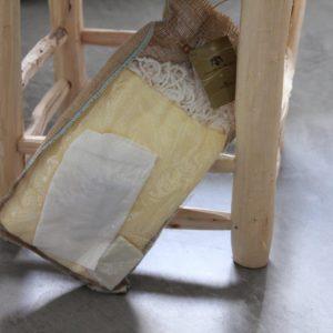 Cadeau verpakking; hamamdoek geel (180cm x 100cm) - olijfzeepje-scrubhandschoen