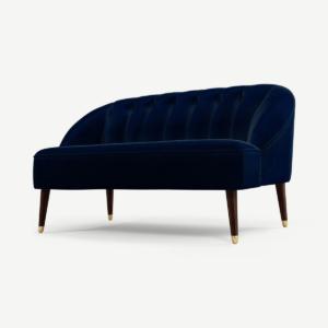 Margot 2-zitsbank, donkerblauw katoenfluweel met donkere houten poten en messing accenten