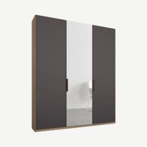 Caren driedeurs kledingkast met handvatten, 150 cm, eiken frame, mat grafietgrijs en spiegeldeuren, standaard interieur