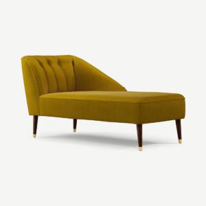Margot chaise longue met leuning rechts, antiekgoud katoenfluweel met donkere houten poten en messing accenten
