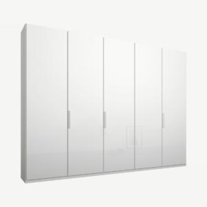 Caren vijfdeurs kledingkast met handvatten, 250 cm, wit frame, witte glazen deuren, klassiek interieur