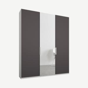 Caren driedeurs kledingkast met handvatten, 150 cm, wit frame, mat grafietgrijs en spiegeldeuren, standaard interieur