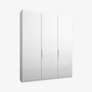 Caren driedeurs kledingkast met handvatten, 150 cm, wit frame, witte glazen deuren, klassiek interieur